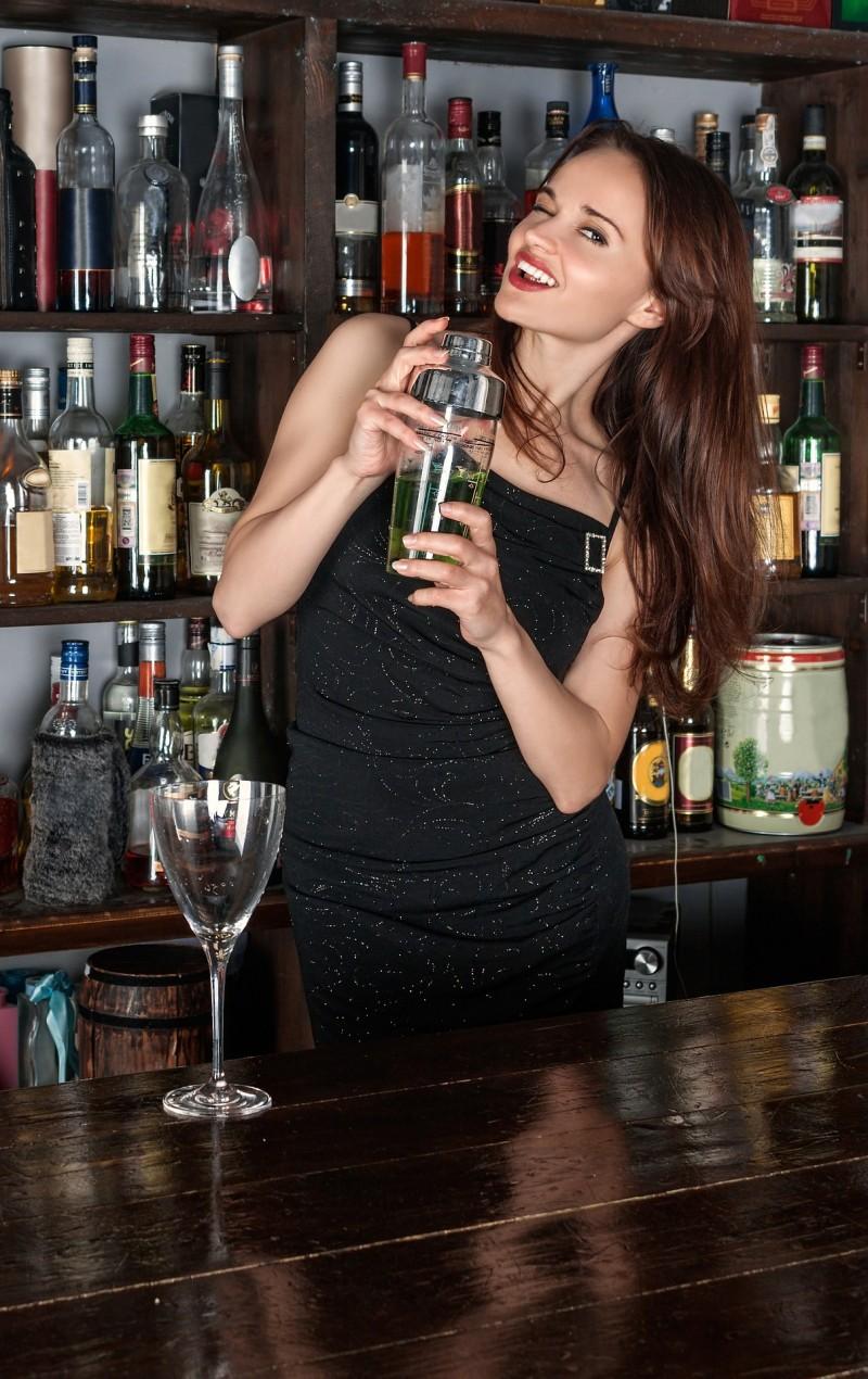 Miks velsmagende cocktails med lækkert designet og billig cocktail shaker