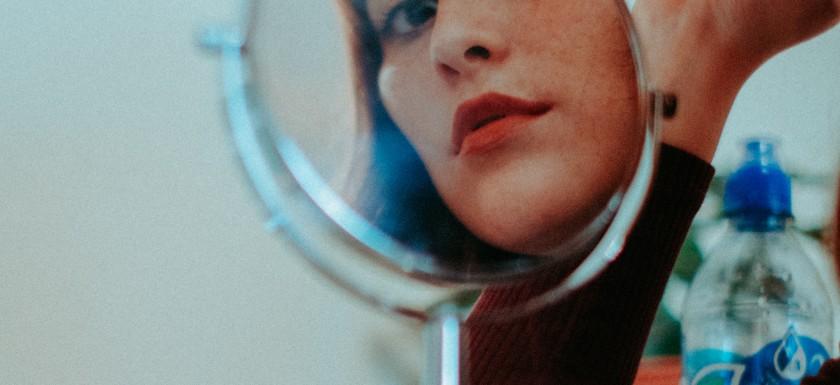 Kosmetik- og makeupspejle